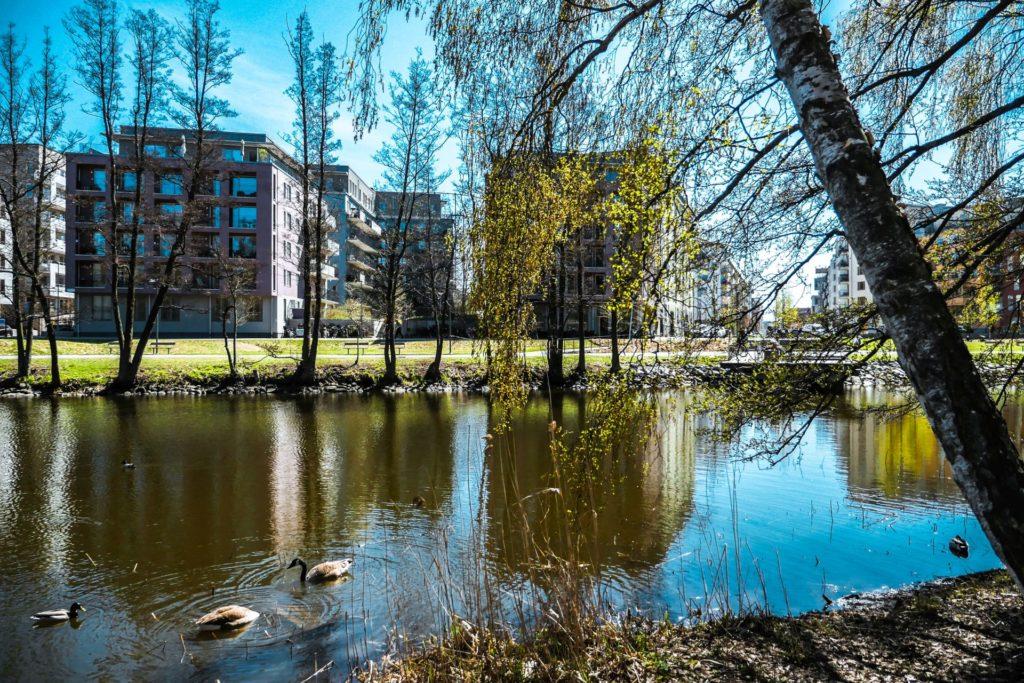 Sztokholm - rzeka wewnątrz osiedla
